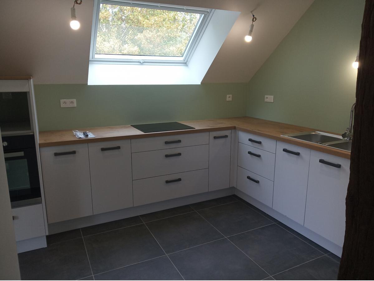Ouverture d'un mur porteur et création d'une cuisine ouverte sous rampants